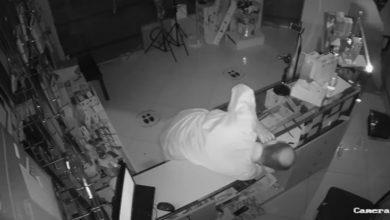 Photo of بالفيديو مجهولان سرقا 1350 دينارا   جريدة الأنباء