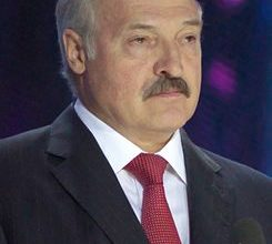 "Photo of بيلاروسيا: عشرات الآلاف يحتجون ضد لوكاشينكو الذي وصف معارضيه بـ""الجرذان"""