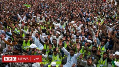 Photo of شارلي إيبدو: لماذا تواصل المجلة الفرنسية استفزاز المسلمين؟
