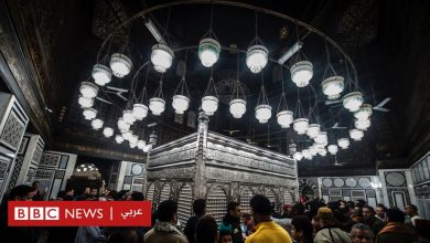 Photo of ثريات مسجد الحسين في مصر: سخرية المدونين وسط اتهامات متبادلة بين مؤيدي السيسي والإخوان