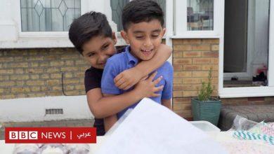 Photo of أنجيلينا جولي تدعم طفلين يجمعان تبرعات لليمن ببيع العصير
