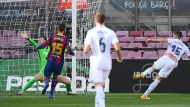 Photo of ريال مدريد يهزم برشلونة بثلاثية ويتصدر الليغا