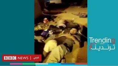 Photo of يمنيون ينامون في العراء بأمتعتهم على معبر الوديعة مع السعودية