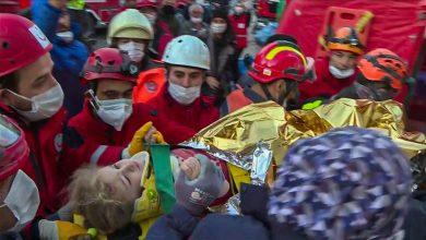 Photo of إنقاذ طفلة بعد ساعة على زلزال إزمير التركية