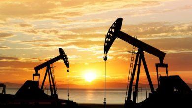 Photo of النفط ينزل من أعلى مستوياته في أشهر
