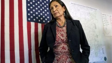 Photo of رسمياً بايدن يختار أول أمريكية أصلية لمنصب وزيرة الداخلية