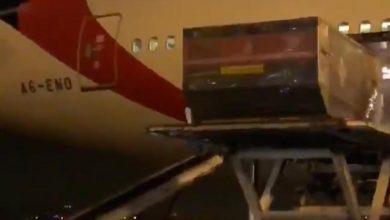 Photo of وصول الشحنة الأولى من لقاح كورونا إلى مطار الكويت الدولي