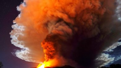 Photo of انفجار بركان إتنا يضيء ليل صقلية | جريدة الأنباء