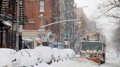 Photo of نيويورك تتحول إلى اللون الأبيض بسبب العواصف الثلجية