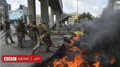 Photo of الليرة اللبنانية: الجيش يبدأ في إزالة الحواجز وفتح الطرق بعد تظاهرات بسبب الأوضاع الاقتصادية