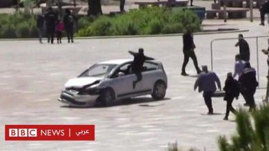 Photo of رجل يقفز عبر نافذة سيارة لوقف اختراقها لمنطقة مشاة في ألبانيا