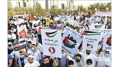Photo of كويتيون من ساحة الإرادة: ننتصر لفلسطين