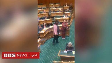 """Photo of نائب نيوزيلندي يرقص """"الهاكا"""" احتجاجا على معاملة السكان الأصليين"""