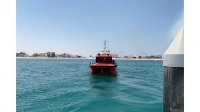 Photo of إنقاذ 12 شخصا تسربت مياه البحر إلى زورقهم